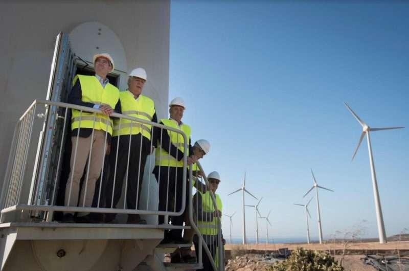 Luis Castro Valdivia, segundo de izquierda a derecha. Empresa Ecoener en España.