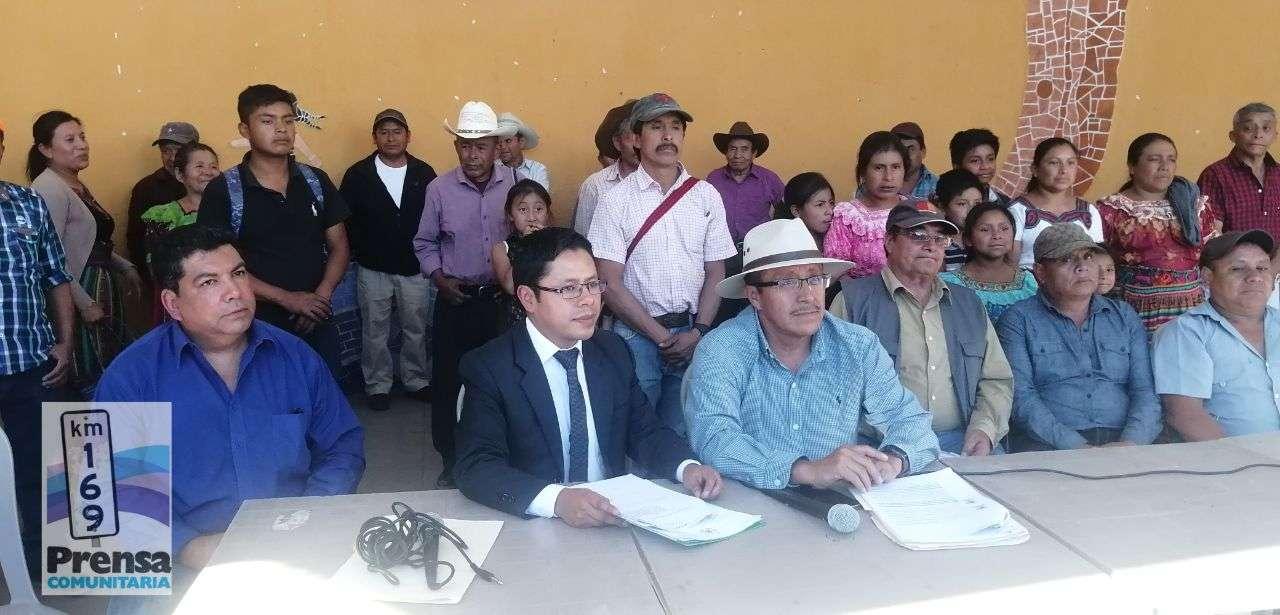 Representantes de la sociedad civil y autoridades indígenas y comunitarias se reunieron para exigir la destitución del alcalde reelecto Francisco Pérez Reyes de la UNE.