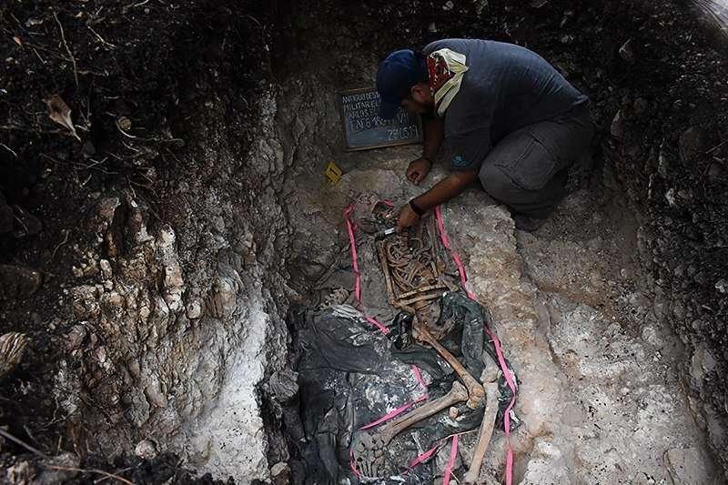 Exhumación realizada por la Fafg en el municipio de El Chal en Petén, año 2019.