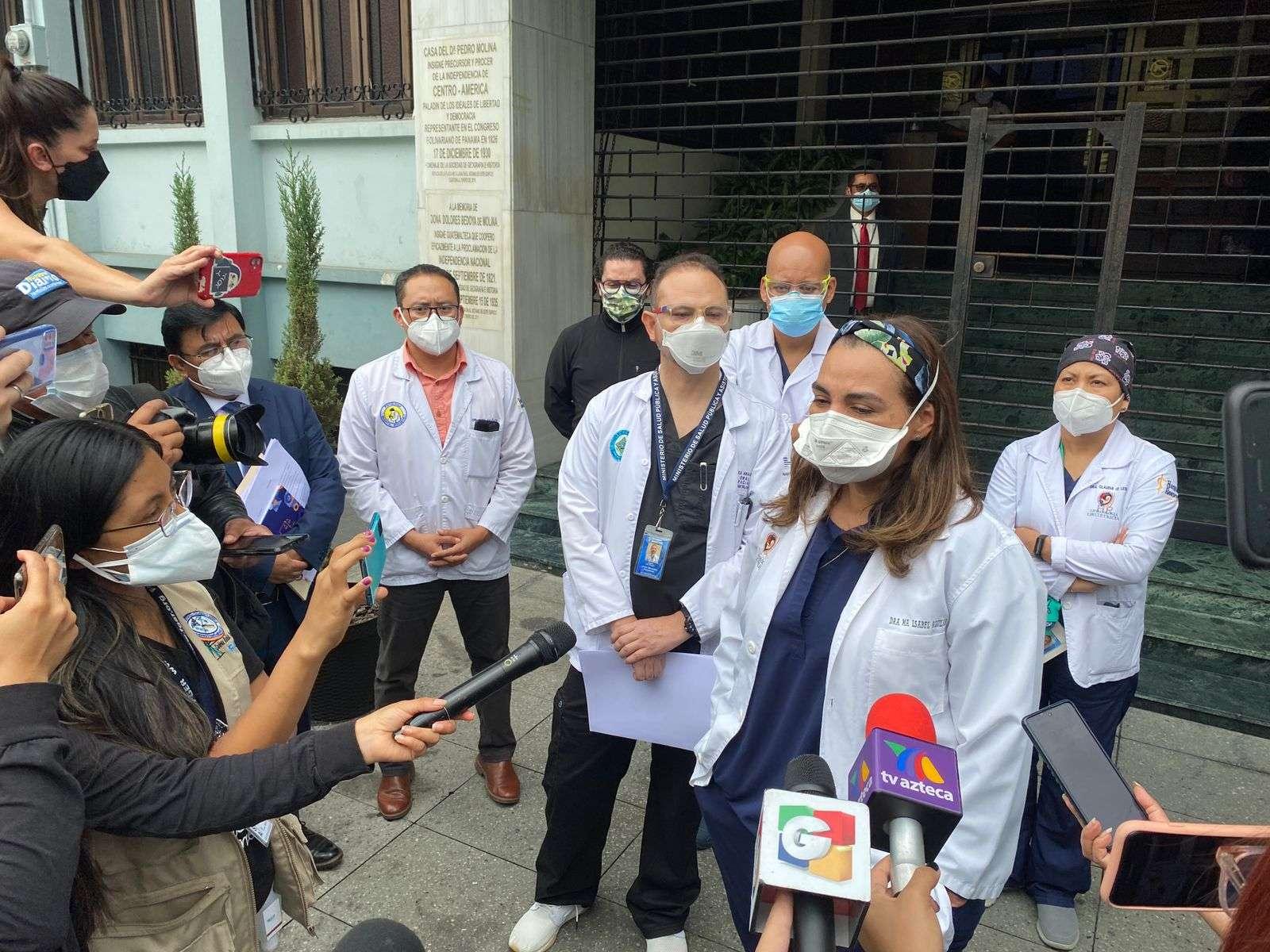 Médicos del Roosevelt accionan ante la CC para que Giammattei tome acciones por pandemia